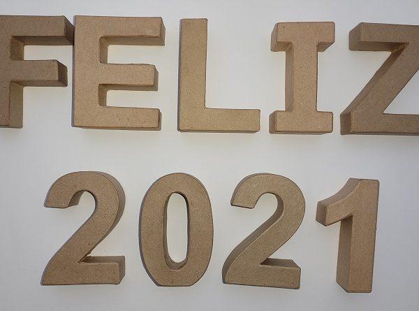 """Pack  letras de cartón """"Feliz 2021""""  de 10cm -"""