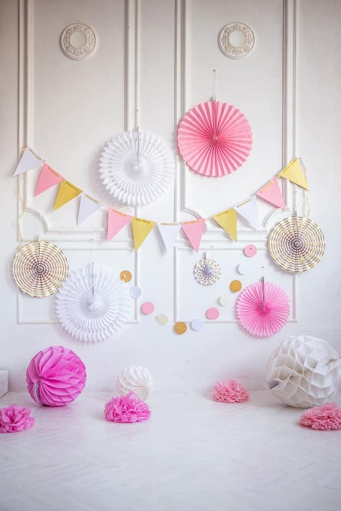 Decoración pared blanca para una fiesta -